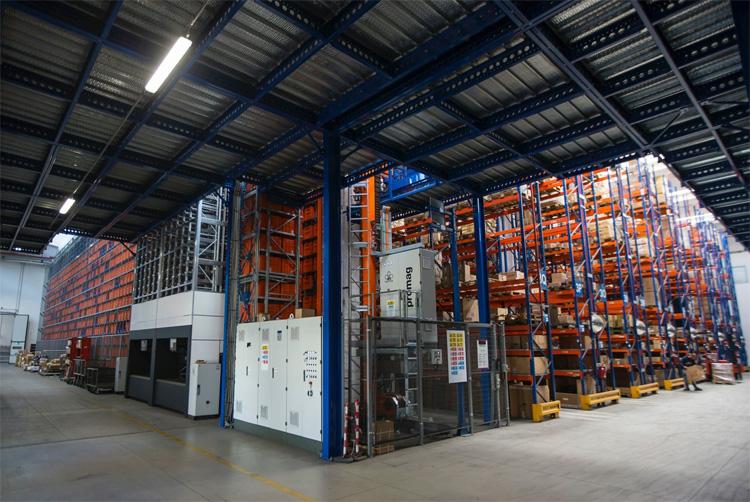 Una porzione del magazzino automatizzato Hive di RMS