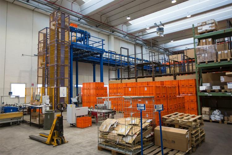 Una zona operativa del magazzino automatico di RMS
