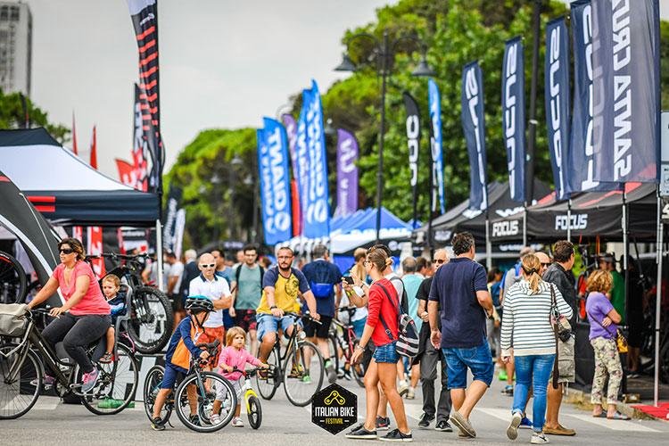 Pubbico numeroso durante l'italian bike festival dell'anno passato