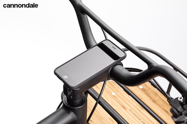 Alloggiamento per lo smartphone sulla Treadwell EQ