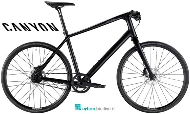 Una bicicletta da passeggio Canyon Urban 8.0