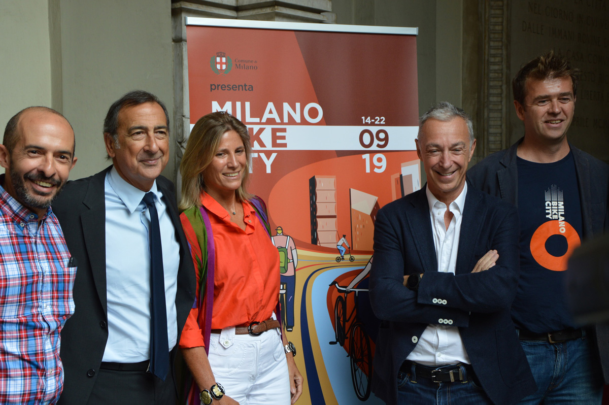 Foto di gruppo per i protagonisti della presentazione: da sinistra Marco Mazzei, Beppe Sala, Roberta Guaineri, Linus e Giovanni Morozzo