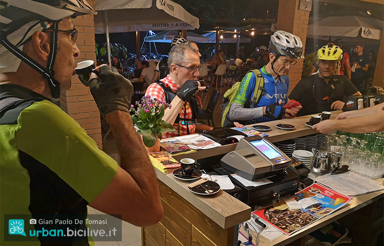 pausa caffe durante la bike night 2019
