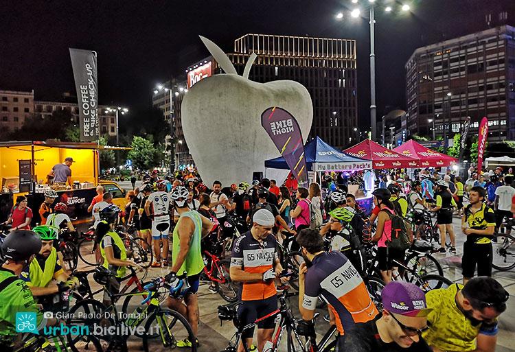 gruppo di persone durante la Bike Night 2019