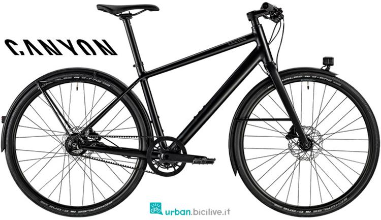 Una bicicletta per uso cittadino Commuter 6.0