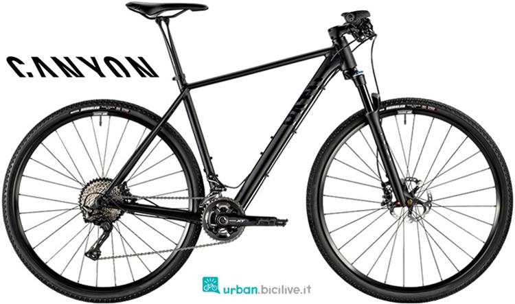 Una bicicletta da fitness offroad Canyon Pathlite SL 8.0