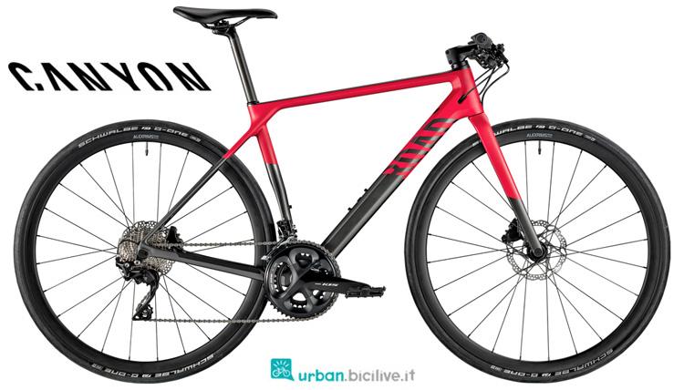 Una bicicletta da donna Canyon Roadlite WMN CF 7.0