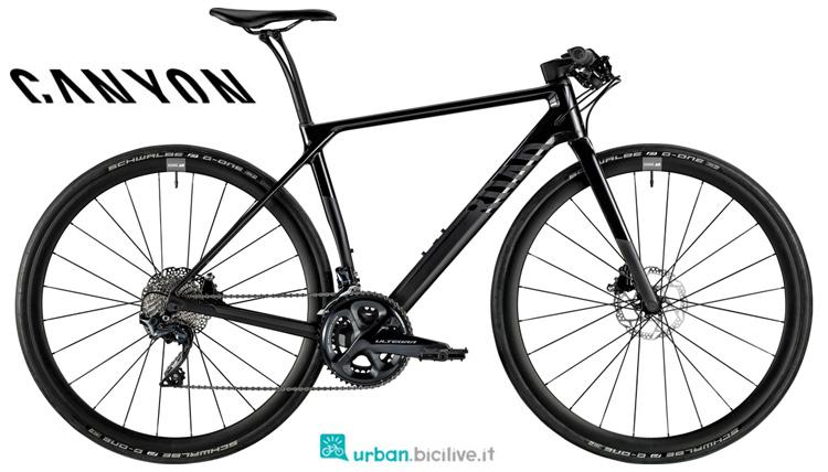 Una bicicletta da fitness Canyon Roadlite WMN CF 8.0