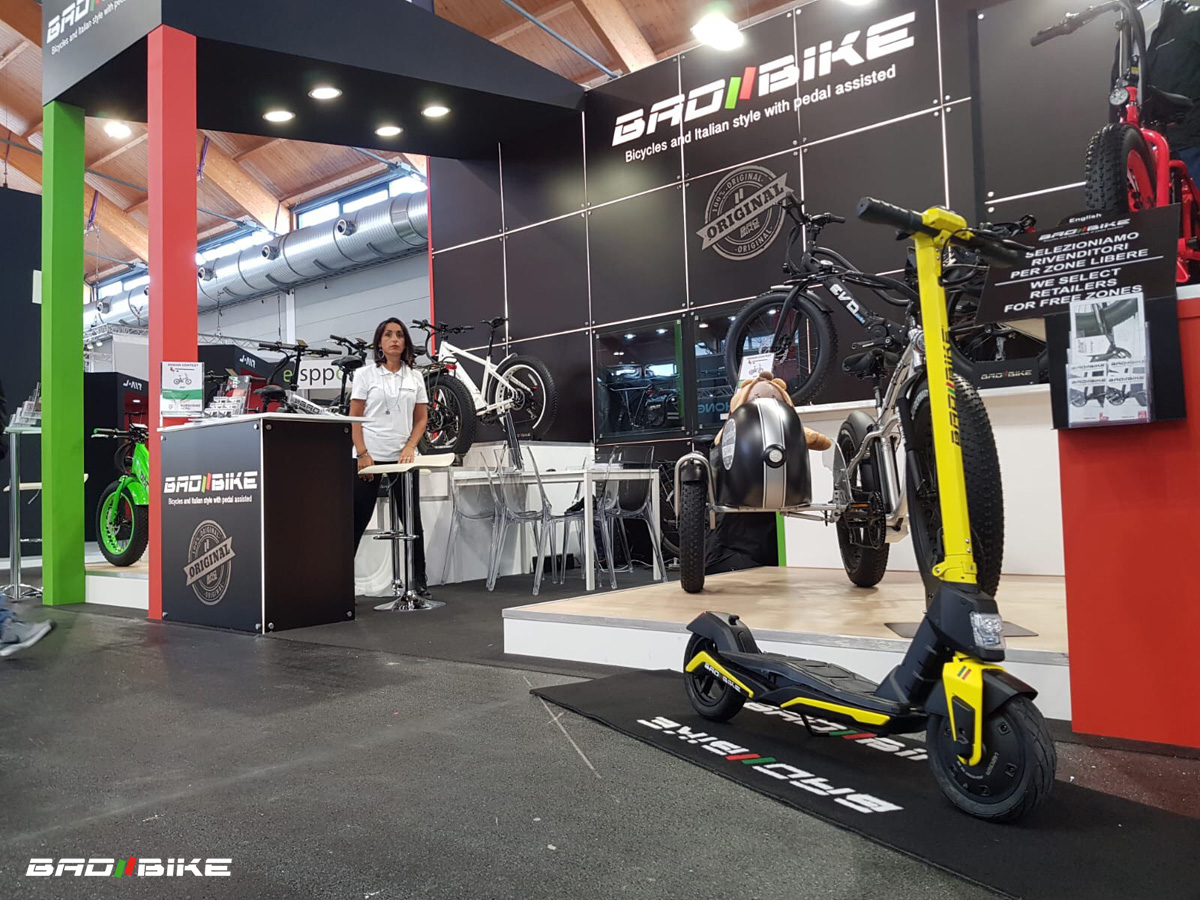 Lo stand di Bad Bike a Eurobike 2019 con il monopattino elettrico MIG in esposizione