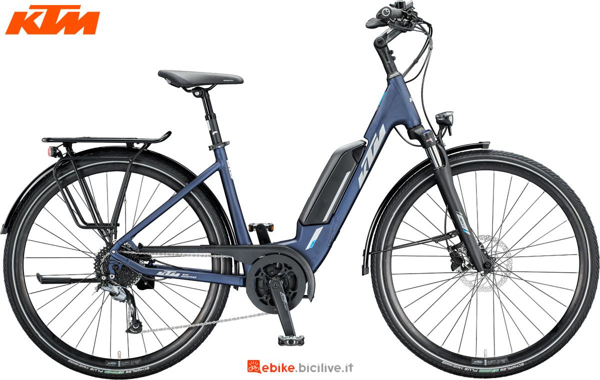 Una bici a pedalata assistita KTM Macina Fun 520