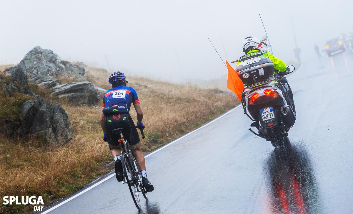 Scatto durante la gara a Campodolcino della Spluga Day 200 cronoscalata con bici da corsa