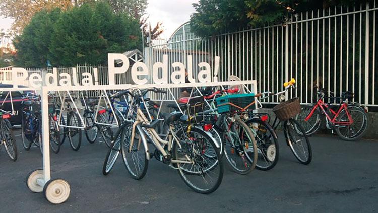 Il Giretto d'Italia bici parcheggiate nelle città
