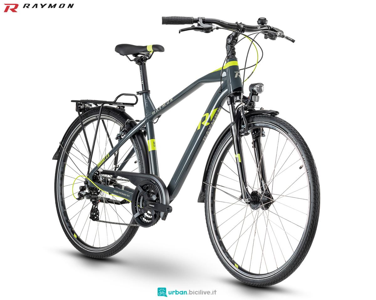 Una bici da trekking R Raymon TOURRAY 2.0 gamma 2020