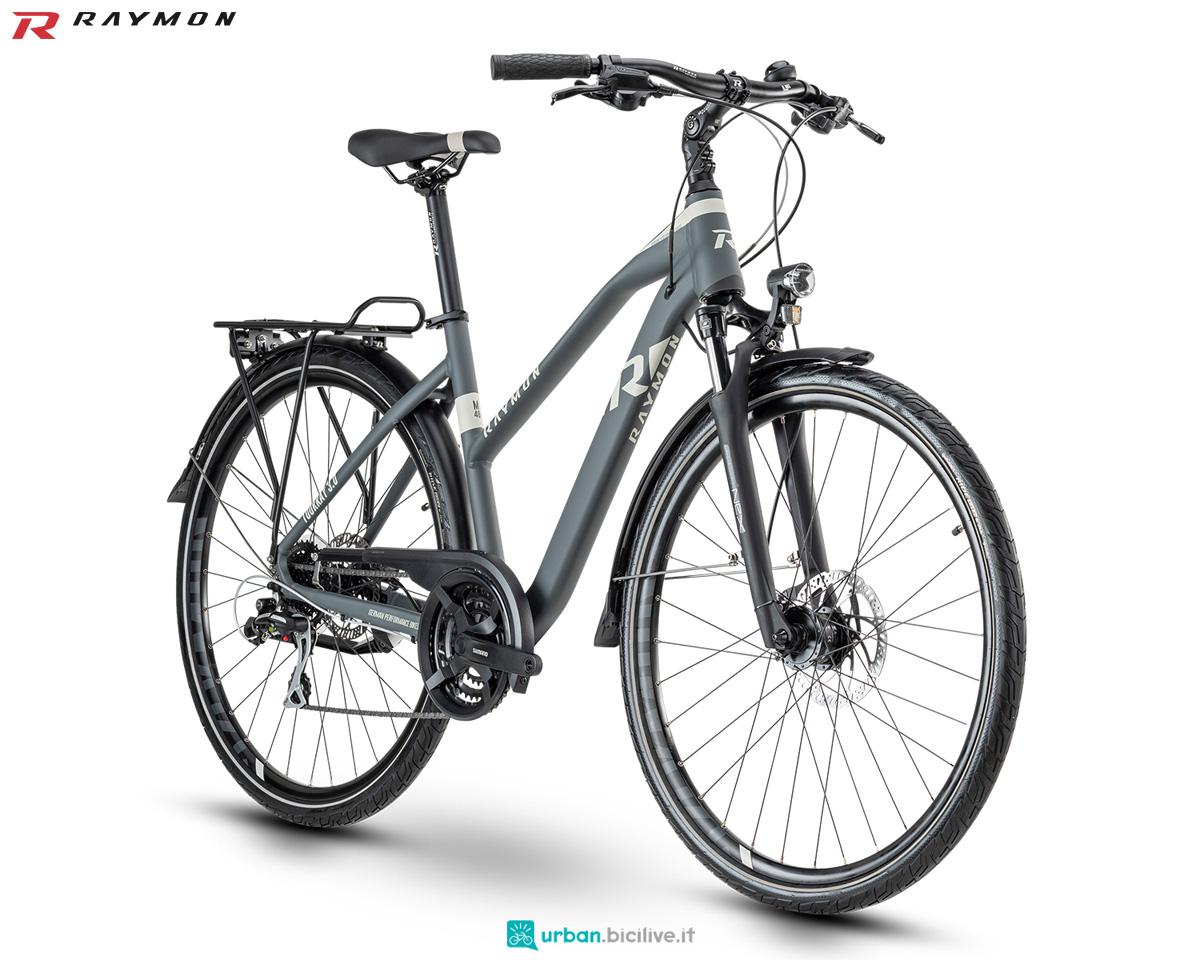 Una bicicletta R Raymon TOURRAY 3.0 telaio da donna