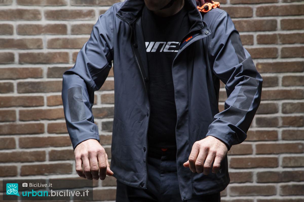 foto della giacca dainese awa