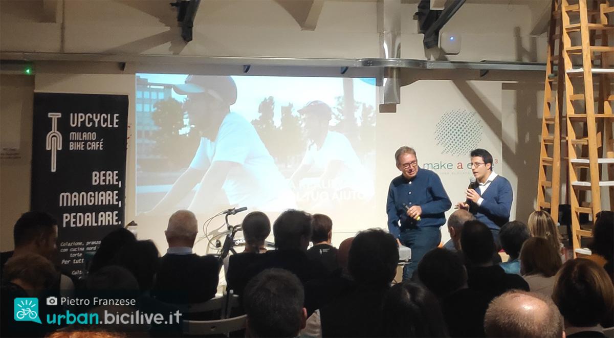Due relatori alla conferenza Tonight For Aida al bike café Upcycle