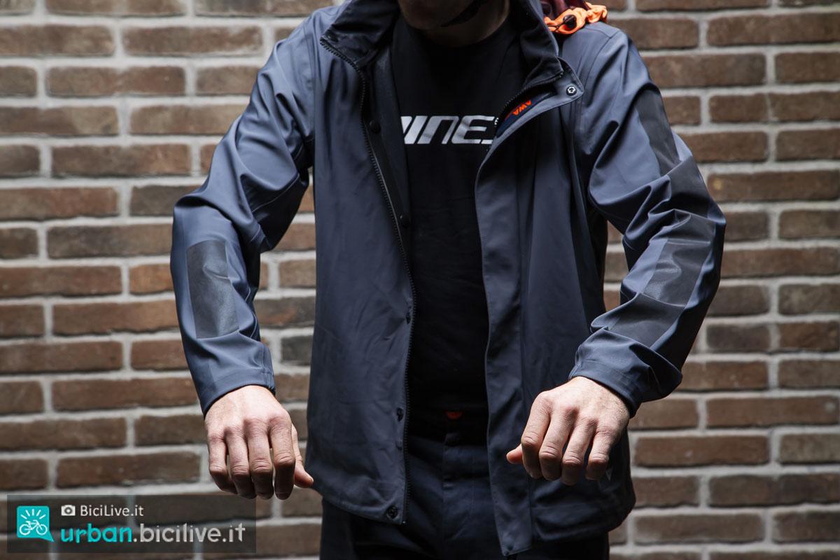 Il Test della giacca Dainese AWA Black 3L