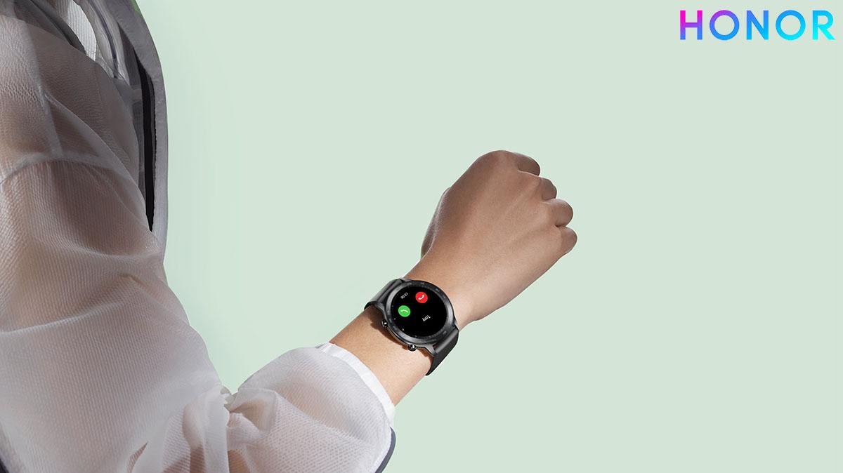 L'orologio HONOR MagicWatch 2 con integrato autoparlante e microfono