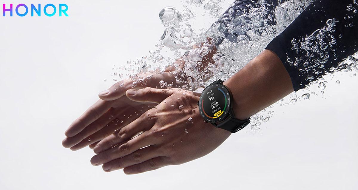 L'orologio HONOR MagicWatch 2 con integrato punteggio SWOLF per nuotatori
