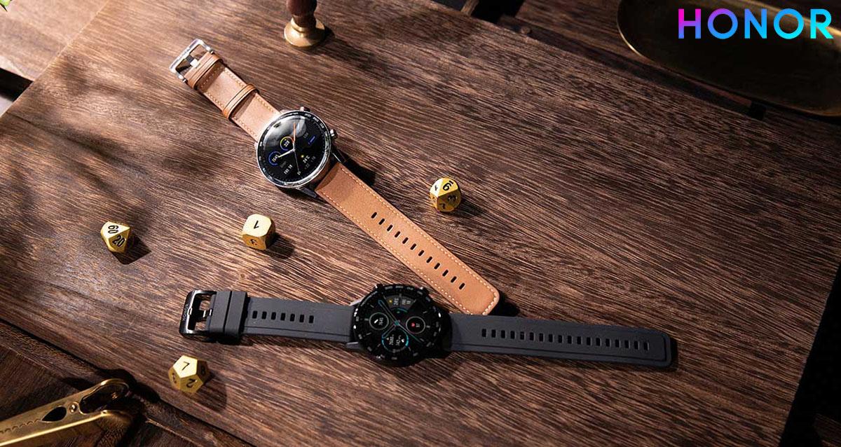 Gli orologi HONOR MagicWatch 2 esposti sul tavolo