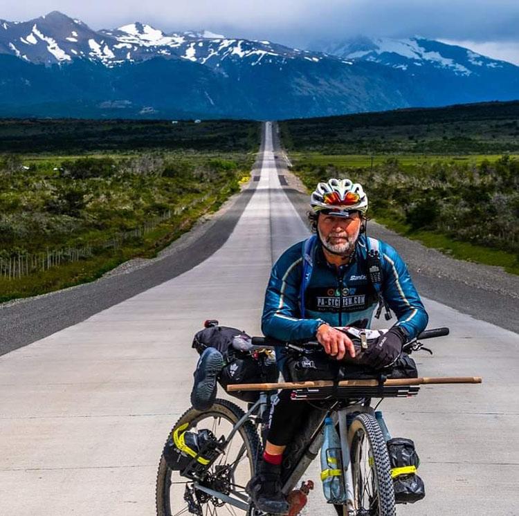 Willy Mulonia in giro per il mondo in bicicletta