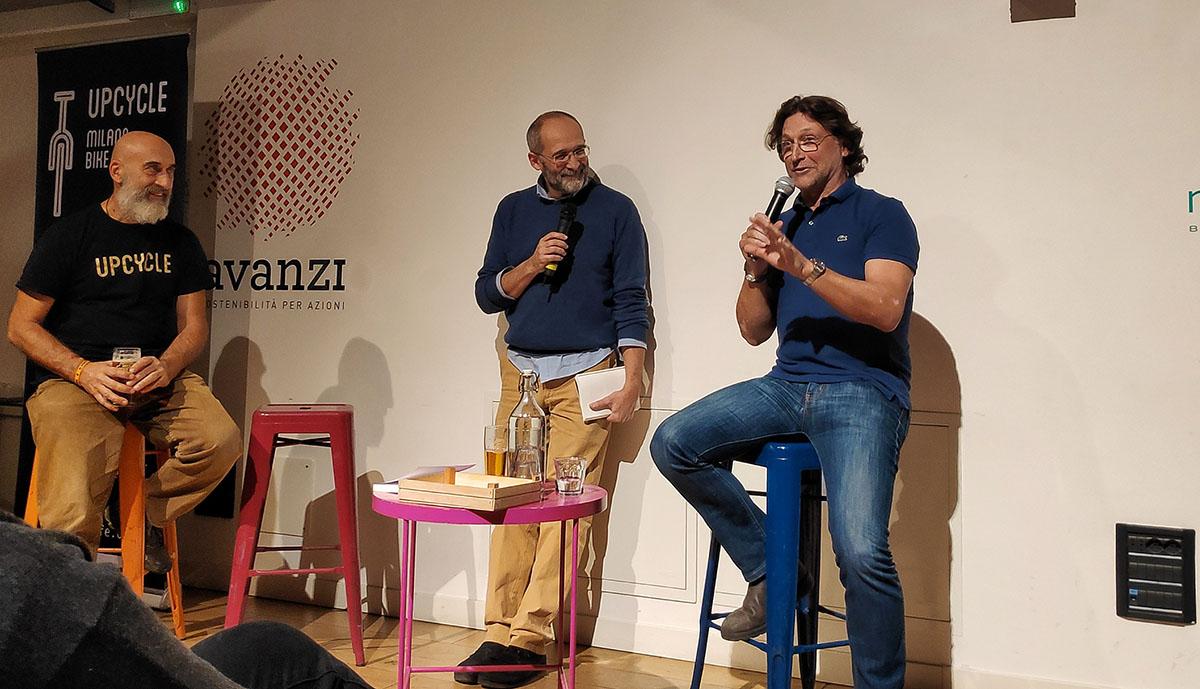 L'autore Willy Mulonia presenta il suo libro all'Upcycle di Milano