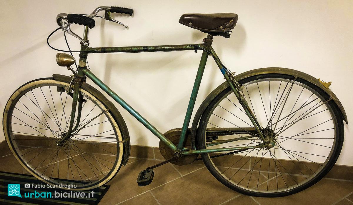 foto di una bici da uomo