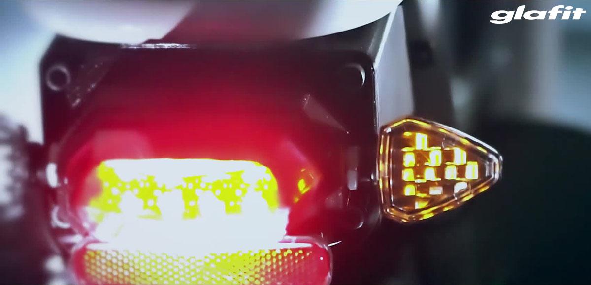 Il monopattino Glafit X-Scooter LOM con sistema di illuminazione anteriore e posteriore