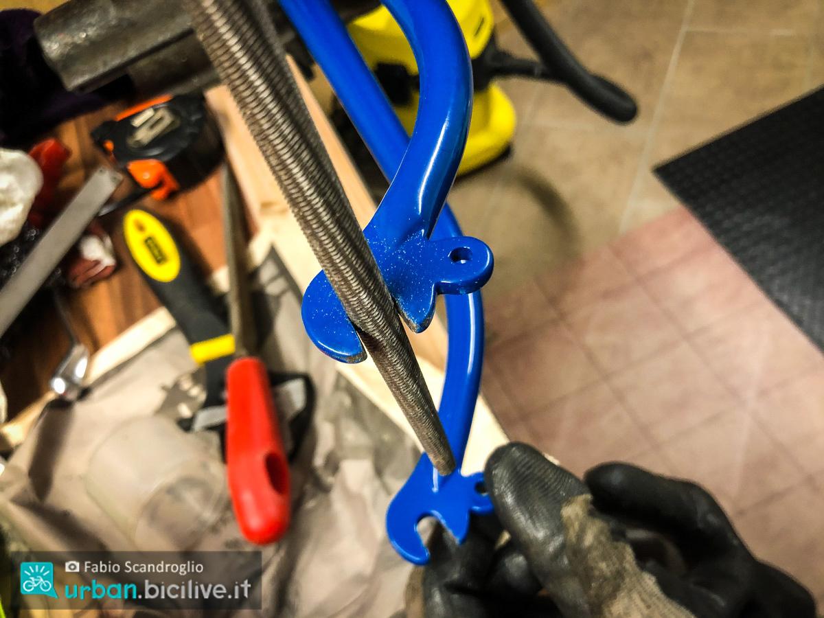 foto della forcella di una bici
