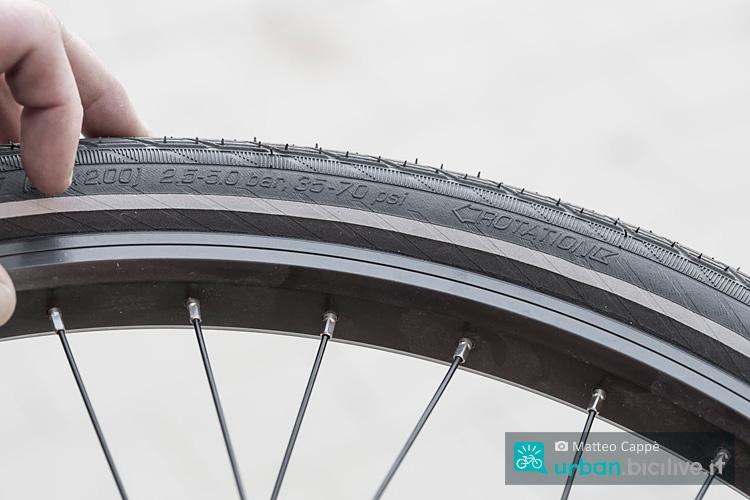foto di una ruota di bicicletta