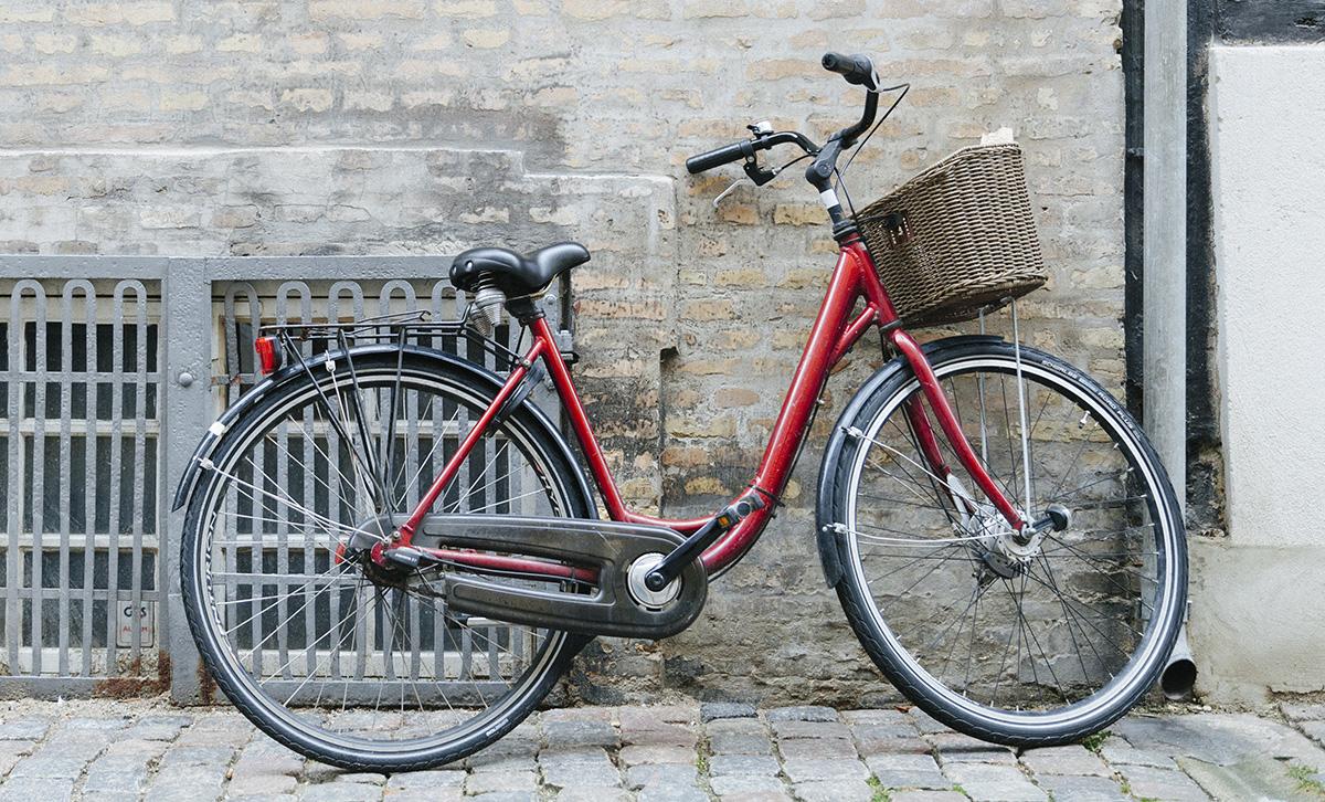 Una bicicletta urbana in città