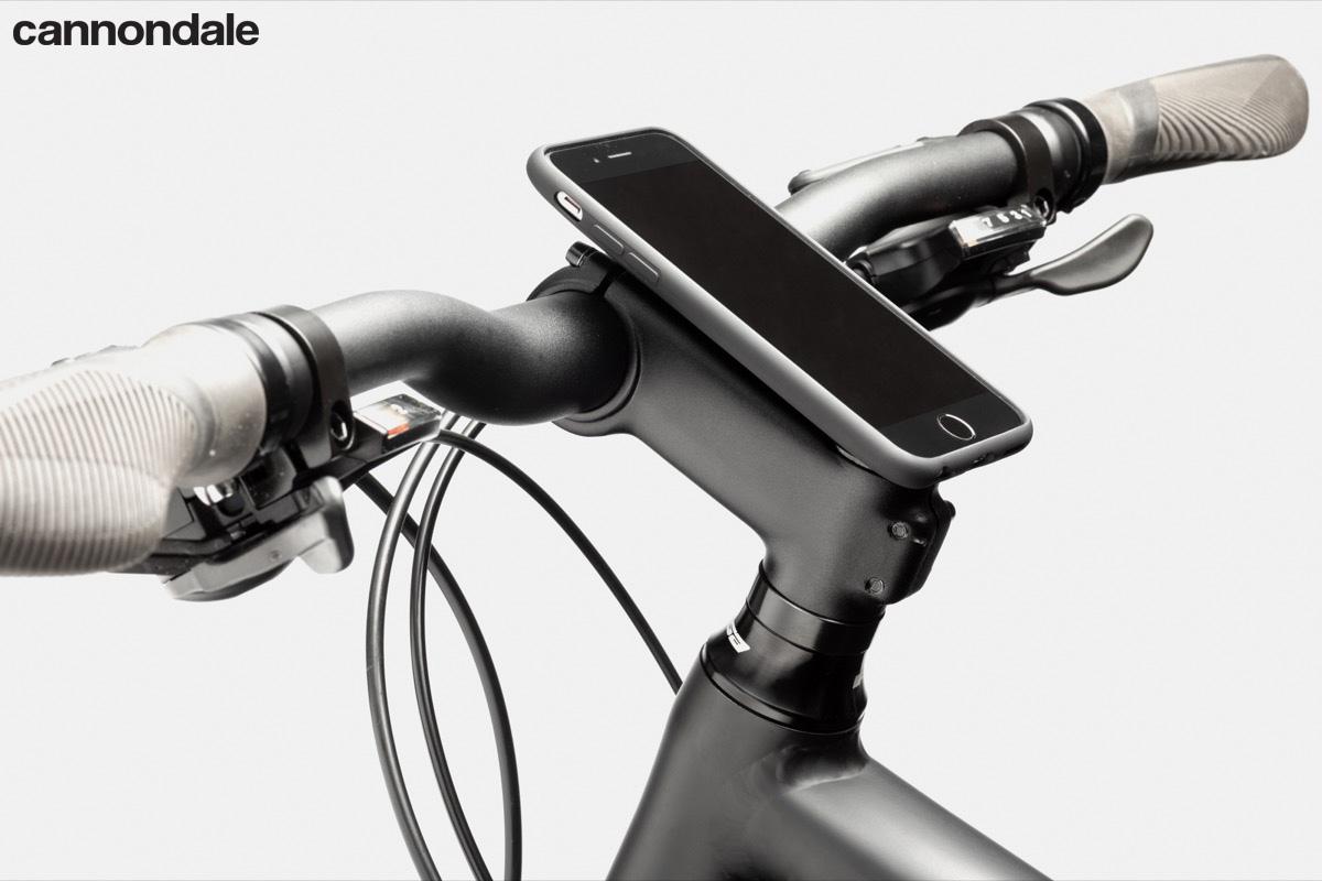 Dettaglio del cockpit della bici urban Cannondale Quick 1
