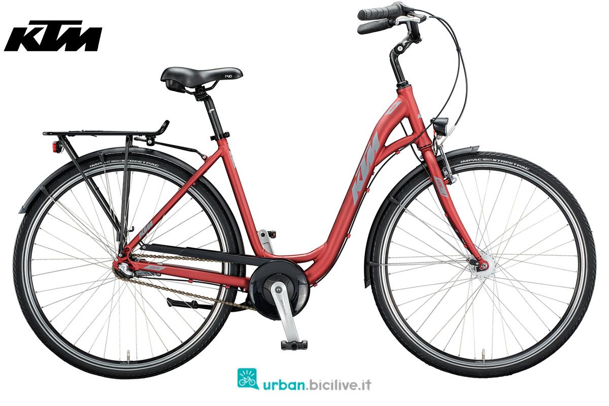 Una bicicletta KTM City Fun 28 con telaio unisex