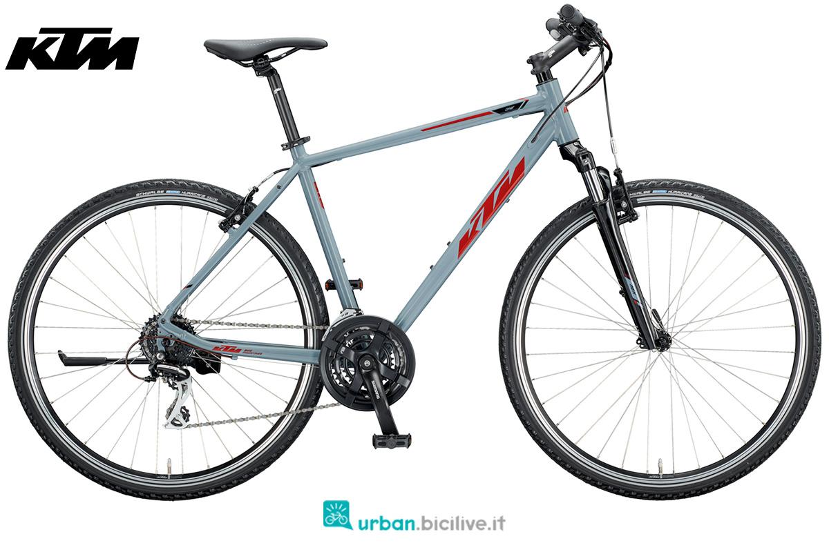 Una bicicletta da trekking offroad economica KTM Life One