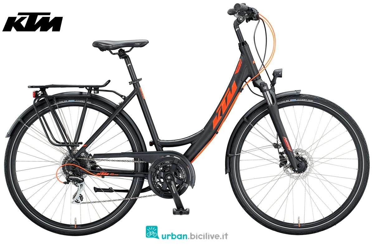 Una bici KTM Life Ride con telaio unisex a scavalco basso