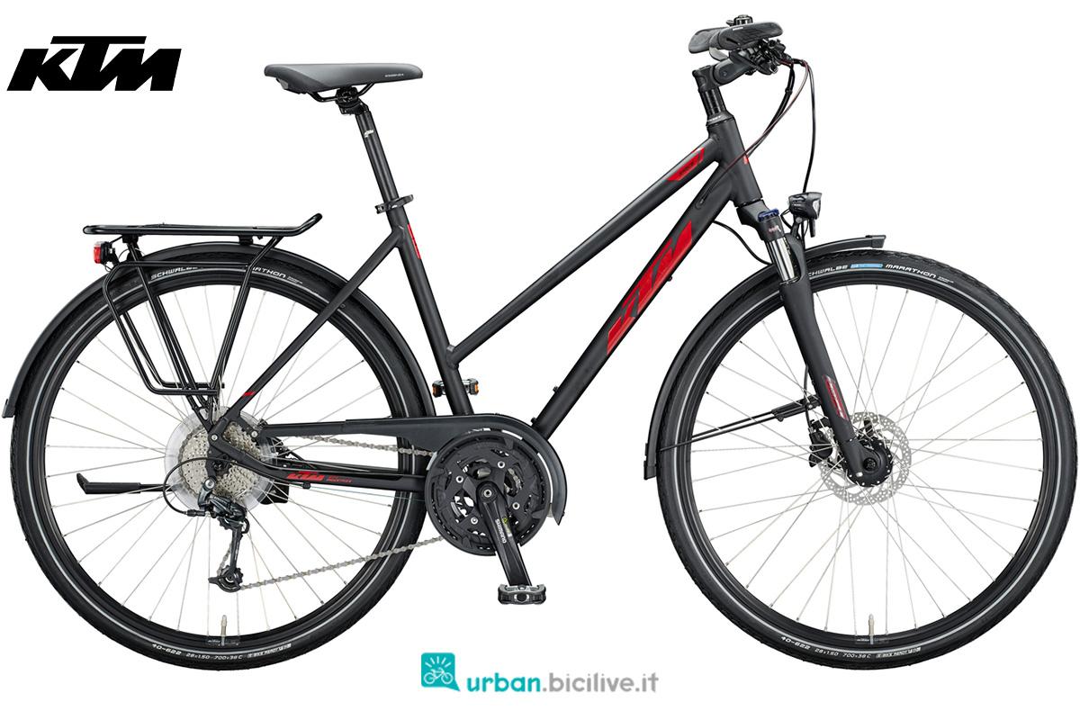 Una bici da trekking con telaio da donna KTM Life Space anno 2020