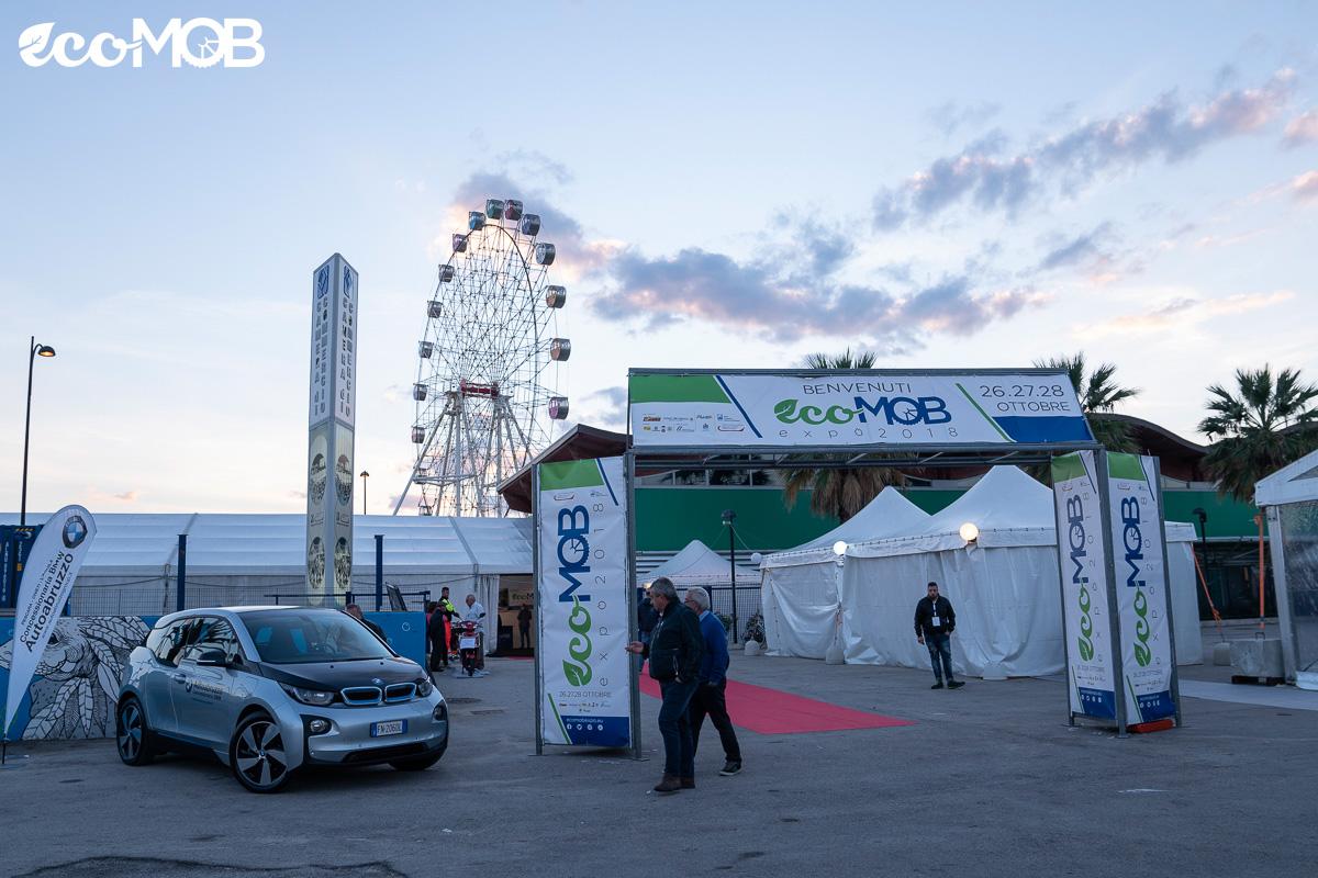 L'ingresso della fiera espositiva EcoMob Expo Village