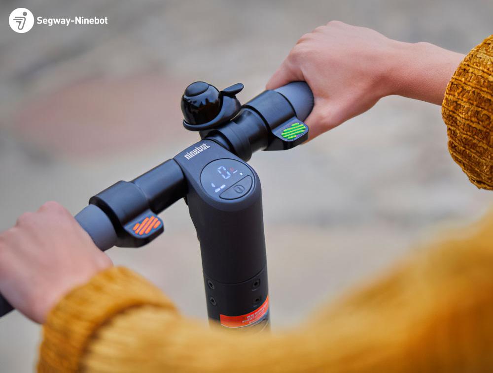 Il manubrio del moopattino elettrico Segway Ninebot E22E