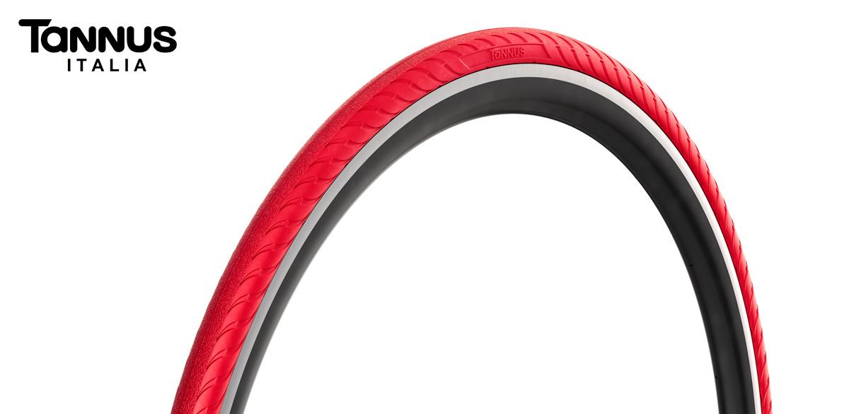 Foto di un pneumatico per bici da corsa antiforatura da competizione Tannus Airless Slick 700x23C Volcano