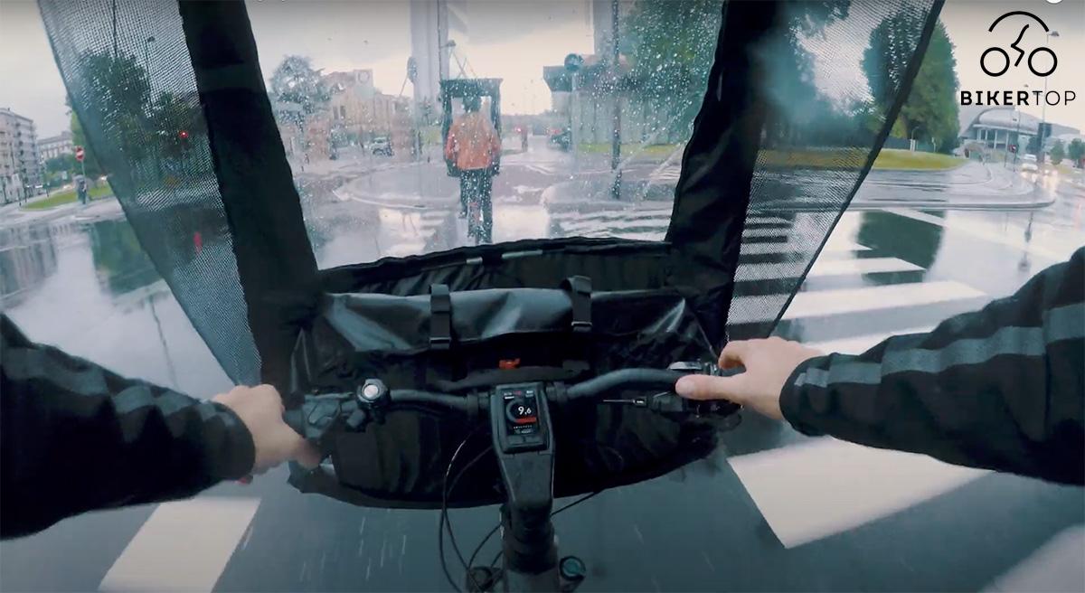 La vista interna del parabrezza removibile Biker Top