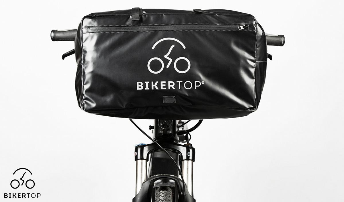 La borsa contenente il parabrezza smontabile Biker Top