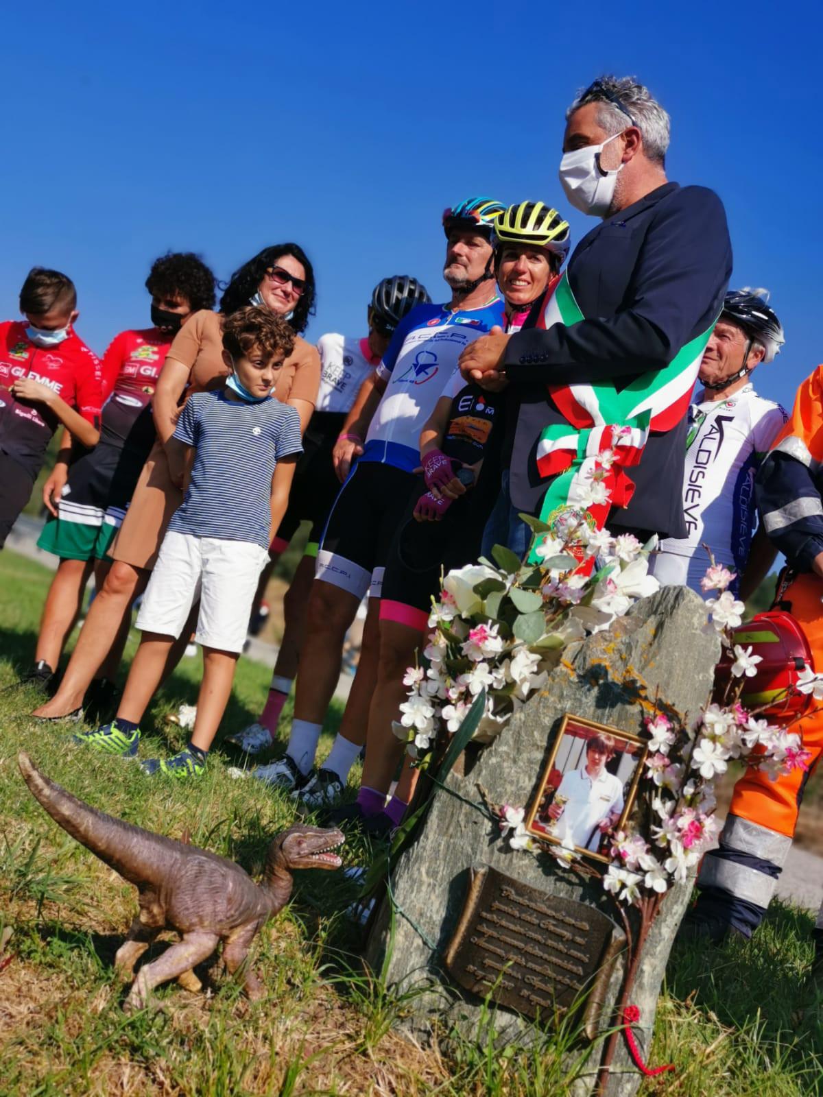 La lapide commemorativa per Tommy Cavorso, 14enne investito da un auto mentre  durante un giro in bici