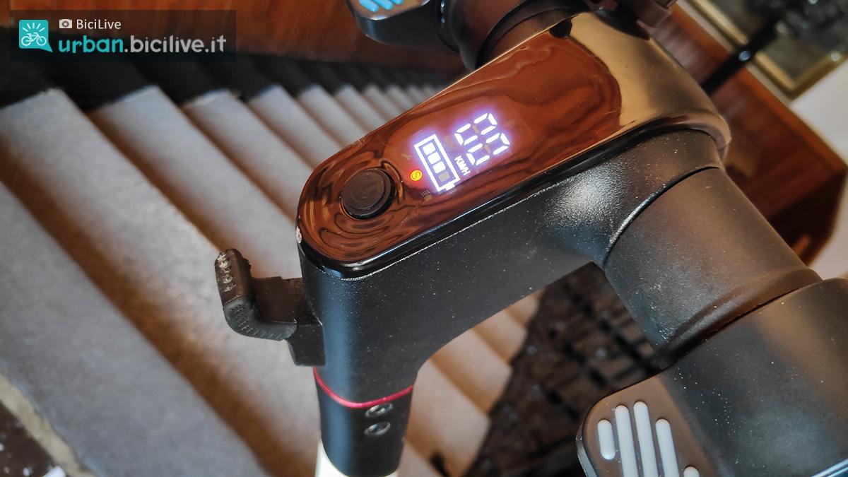 Il minimale display del monopattino elettrico Wayel uGO