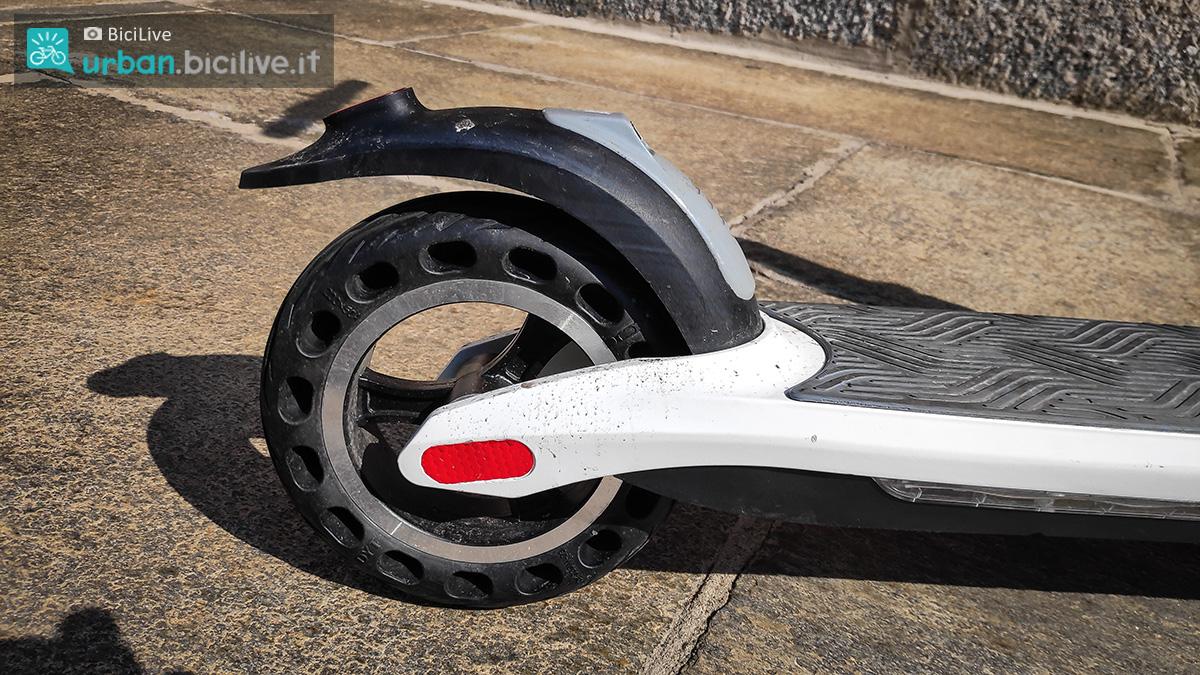 La ruota posteriore del monopattino elettrico Wayel uGO