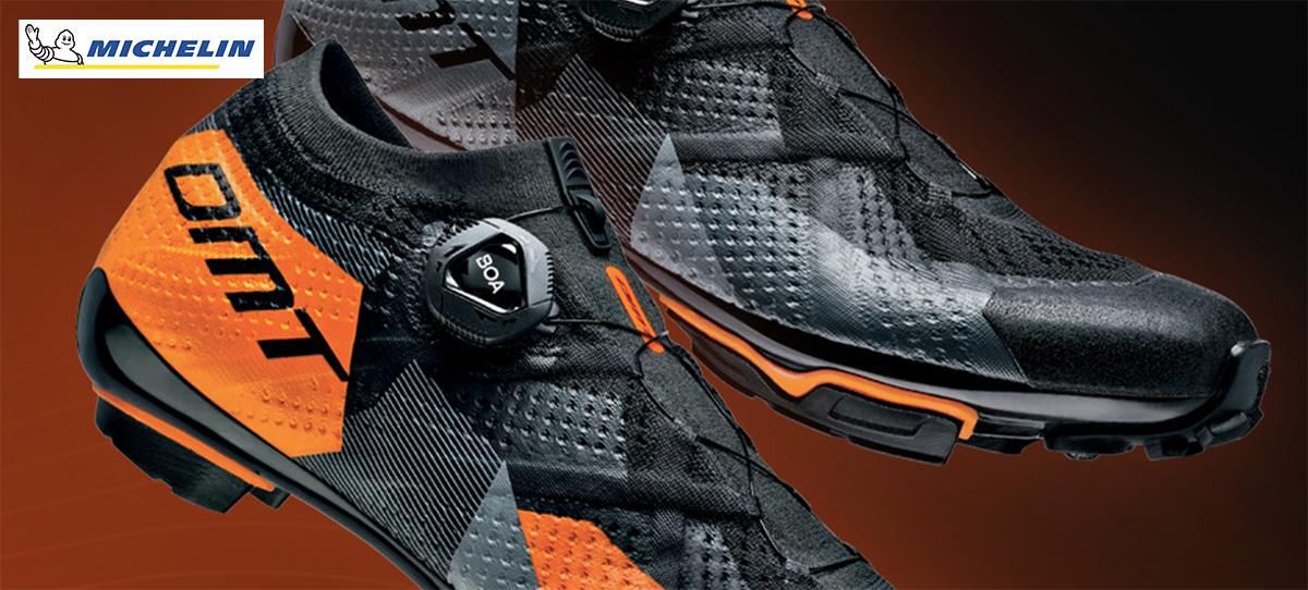Le DMT KM1 in colorazione grigio/nero/arancione