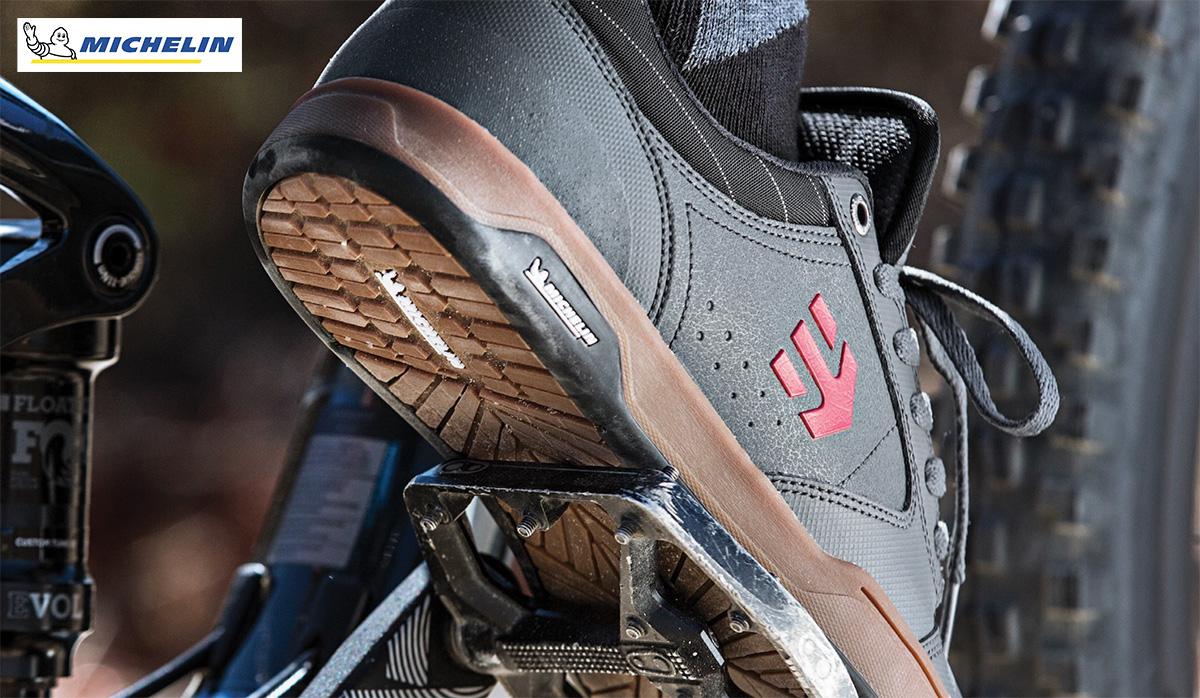 Particolare di una scarpa Etnies da MTB dotata di suola Michelin