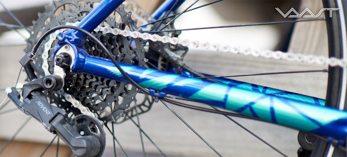 Il cambio della nuova bici per spostamenti urbani Vaast U/1 Adventure 28 2021