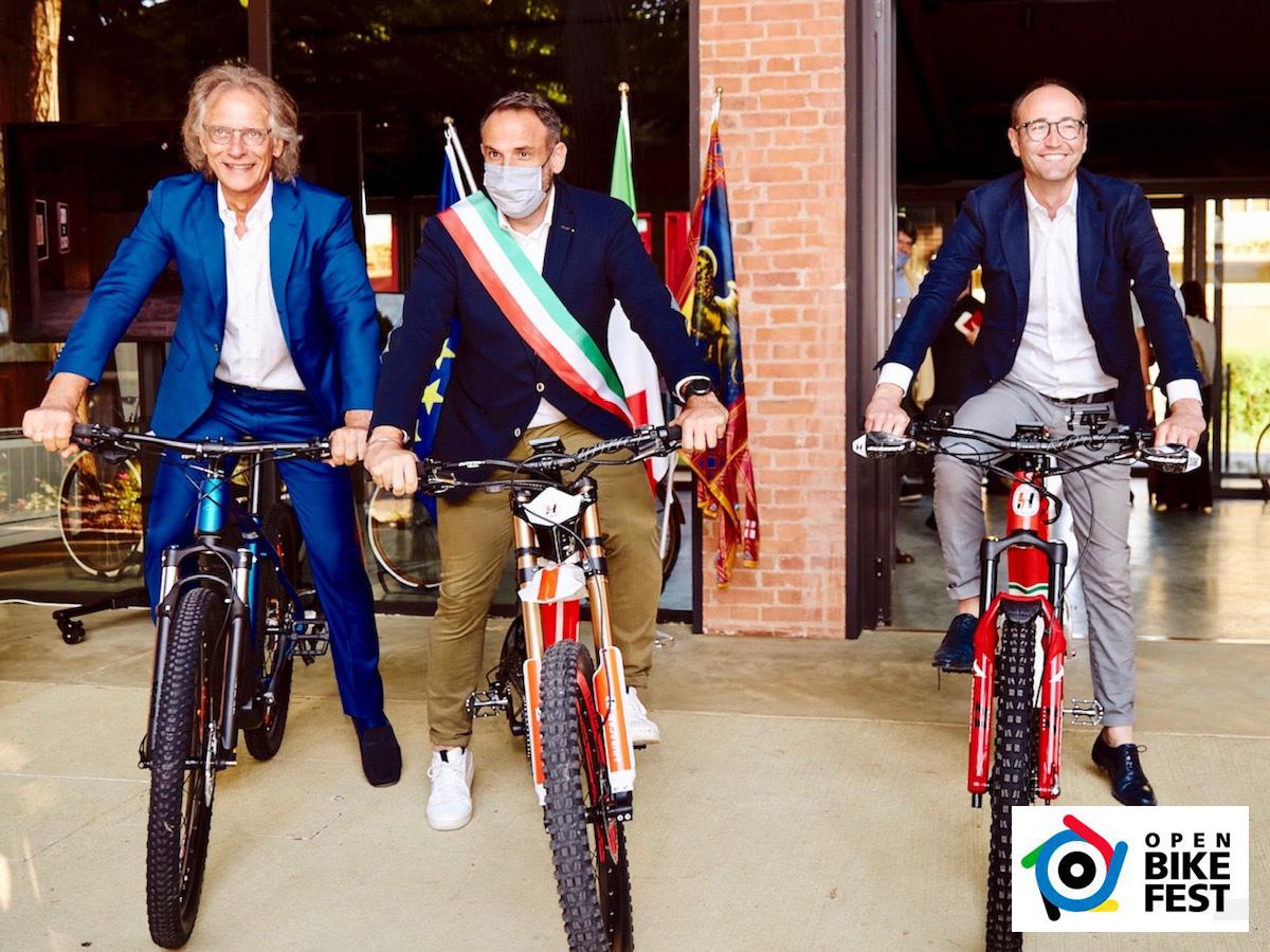 Sindaco di Treviso insieme agli organizzatori di Open Bike Fest 2021