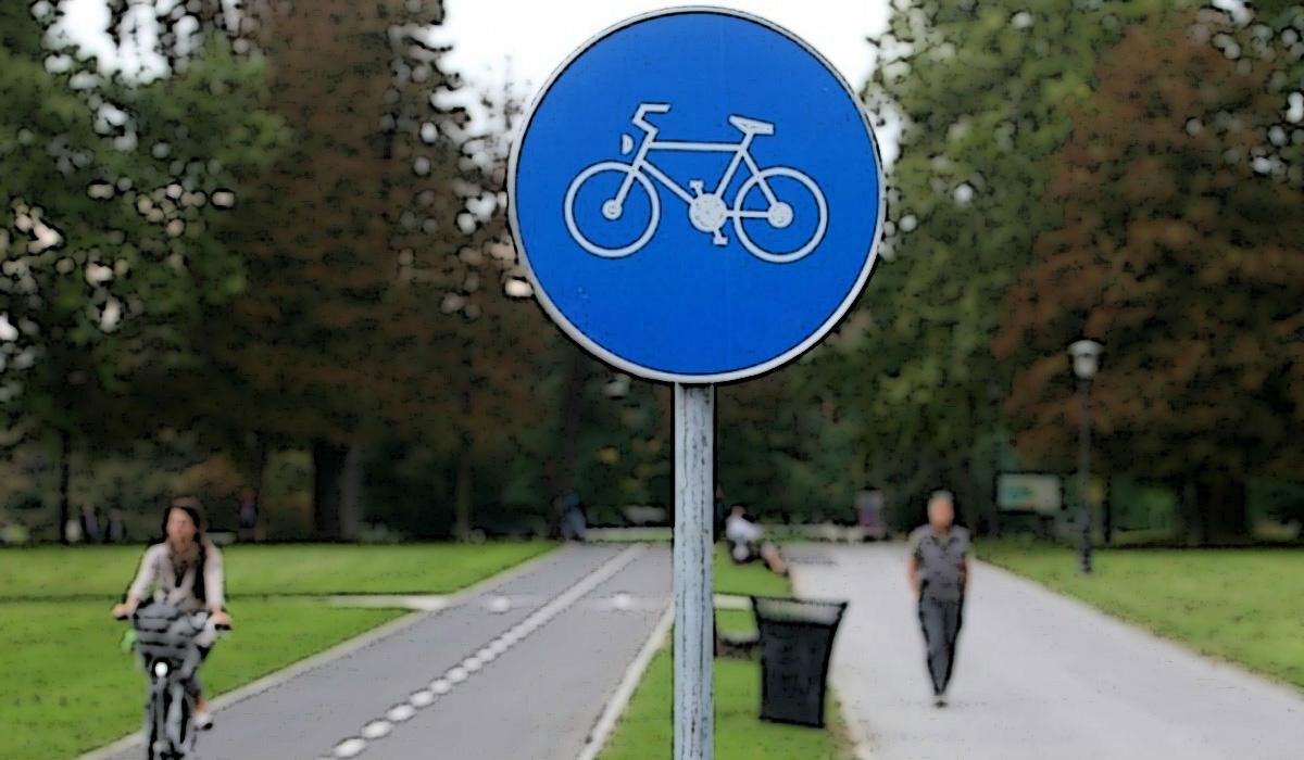 Cartello stradale che segnala una pista ciclabile