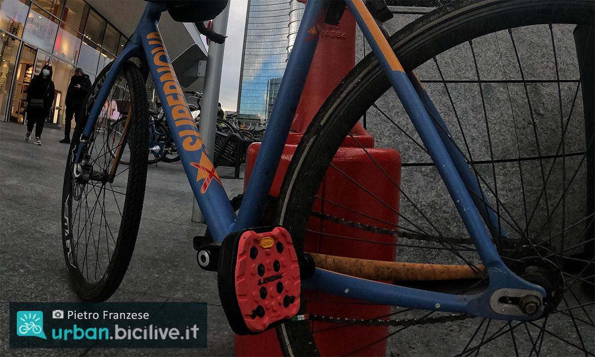 I pedali per bici urban Look Vibram Geo City utilizzati in città da Pietro Franzese